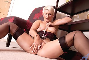 Blonde Anilos Sally Taylor stuffs her tight cougar pussy with a crystal necklace